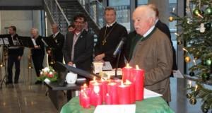 Peter Gauweiler (CSU), im Hintergrund Dither Dehm (Die Linke) und die beiden Kirchenvertreter. Bild © Frank M. Wagner
