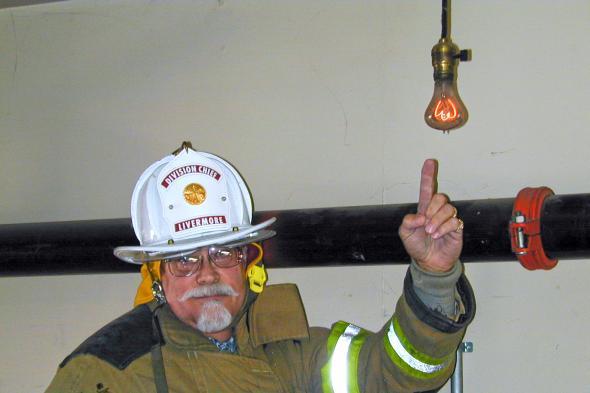 Die älteste Glühlampe der Welt hängt in Livermore Kalifornien.