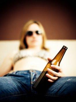 Alkoholismus - diese Frau ist Alkoholkrank
