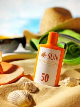 Altersflecken bekämpfen - Sonnenschutzmittel mit hohem Lichtschutzfaktor
