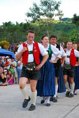 Deutsch-Österreichische Kultur - an den alten Traditionen hält man in Pozuzo weiterhin fest