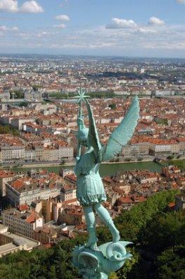 Angelot über der Stadt Lyon