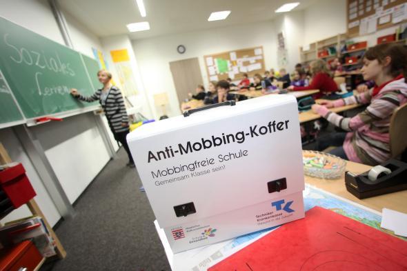 Cybermobbing: Der Anti-Mobbing-Koffer an hessischen Schulen.