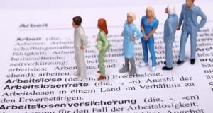 Das Institut für Arbeitsmarkt- und Berufsforschung prognostiziert fallende Arbeitslosenzahlen.