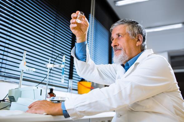 Hoffnung für Krebspatienten - neue Krebsmedikamente werden im Labor getestet.