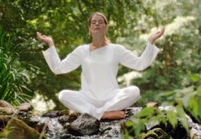 Asanas sind die Übungen im Yoga