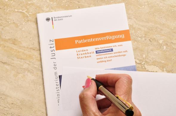 Broschüre: Patientenverfügung – Leiden – Krankheit – Sterben