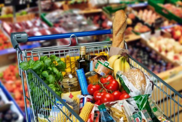 Einkaufswagen mit Lebensmittel