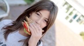 Gesundes Pausenbrot: ballaststoffreiche Ernährung - Vollkornbrot zum Frühstück