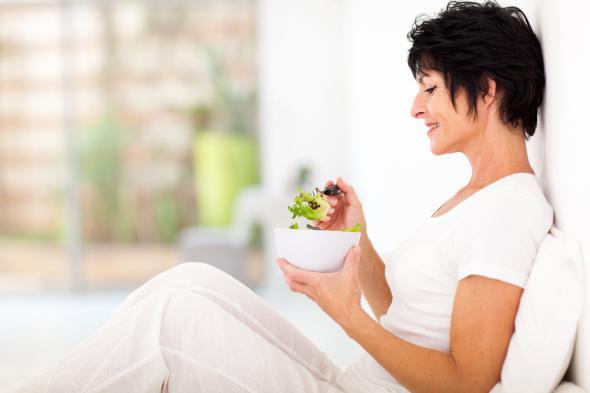 Wer unter Asthma leidet, sollte mehr Ballaststoffe, Gemüse und Obst zu sich nehmen.