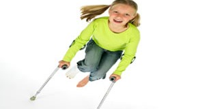 Unfall, das Mädchen hat sich das Bein gebrochen