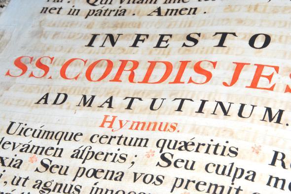 Im Miitelalter wurde Bildung auschließlich in Latein gelehrt.