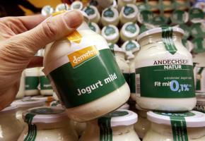 Ein Glas Joghurt von demeter