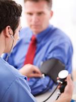 Blutdruckmessen beim Patienten