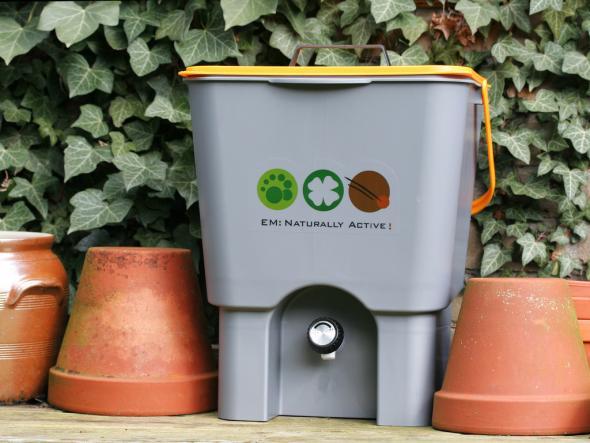 Bokashi kann mit Mikroorganismen den Küchenabfall kompostieren.
