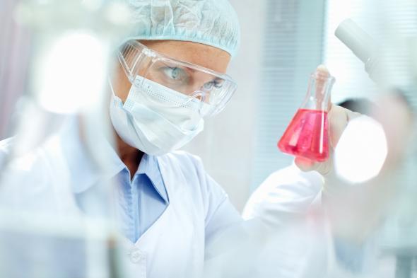 Wissenschaftler arbeitet im Labor.