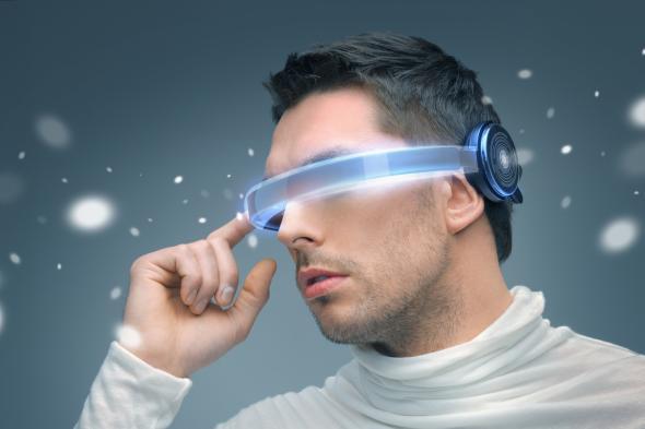 Futuristisch - ein Mann mit einer Brille wie aus dem Science Fiction Film.