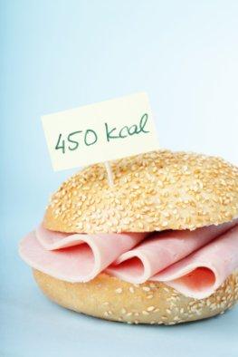 Brötchen mit Wurst - und jede Menge Kalorien