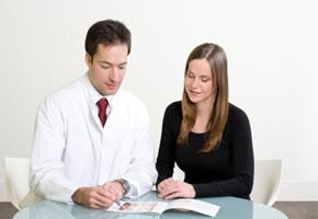 Brustverkleinerung: Beratungsgespräch mit dem Arzt