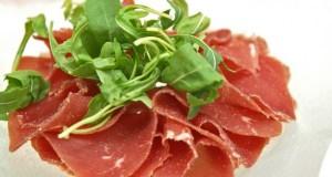 Das echte Bündnerfleisch kommt aus Graubünden in der Schweiz.