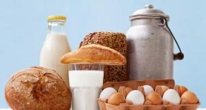 In Milch ist genügend Calcium enthalten.