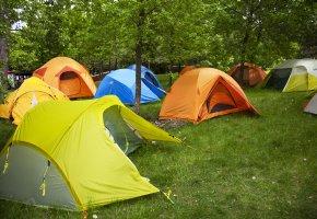 Campingurlaub mit dem Zelt und Boot