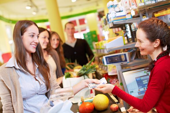 Cashback: Statt am Bankautomaten - kann man auch im Supermarkt sein Geld auszahlen lassen.