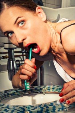 Castingshows fördern Essstörungen - Junge Frau leidet unter ihrer Bulemie
