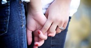 Ein Coming-Out kann manchmal befreiend sein, gerade Jugendliche haben Probleme, ihre Homosexualität den Eltern zu beichten.