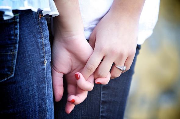 Jugendliche haben oft Angst vor einem Coming-Out, sie scheuen sich, ihre Neigung den Eltern zu offenbaren.