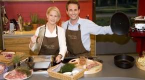 Cornelia Poletto und Dennis Wilms in der Kochschule