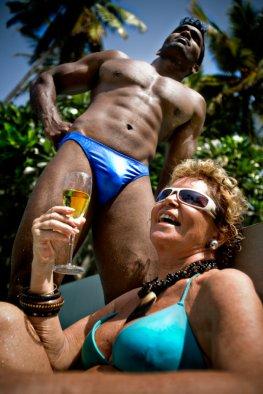 Cougar - Reife Frauen nehmen sich junge Männer zum Sex.