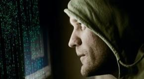 Cyberwar: Krieg im Internet; Hacker vor dem Bildschirm