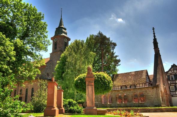 Eine Seitenansicht vom Kloster Herrenalb.