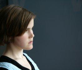 Das Mädchen leidet unter Anorexie