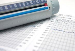 Das Peakflow-Meter misst die Lungenkapazität bei COPD-Patienten