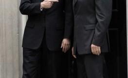 Ganz Staatsmännisch: David Cameron und Arnold Schwarzenegger vor Number 10 Downing Street London