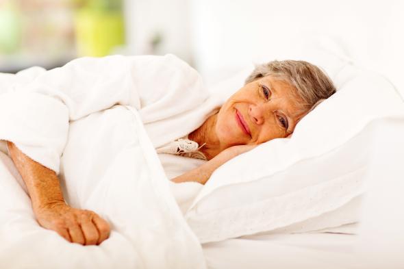 Wundliegen muss nicht sein: Durch häufiges Wenden des Patienten, kann man einen Dekubitus vermeiden.
