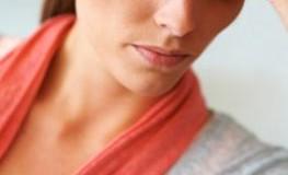 Depressive Frau leidet unter ihrer Krankheit