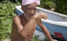 Der Japaner Masafumi Nagasaki lebt allein auf der Insel Sotobanari. Kleidung braucht er nicht.