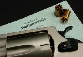 Kleiner Waffenschein - der kleine Waffenschein wird zum Führen einer Schreckschusswaffe benötigt