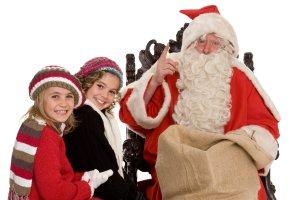 Der Nikolaus bringt kleine Geschenke für die Kinder