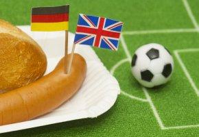 Deutschland gegen England: eine Partie im Fussball