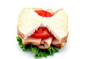 Diät - Ein Sandwich mit Tomate und Wurst