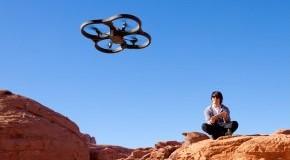 Die AR.Drone in-der Luft - Livebilder werden per HD-Cam auf das Smartphone oder Tablet übertragen
