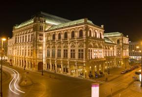 Die Wiener Staatsoper bei Nacht