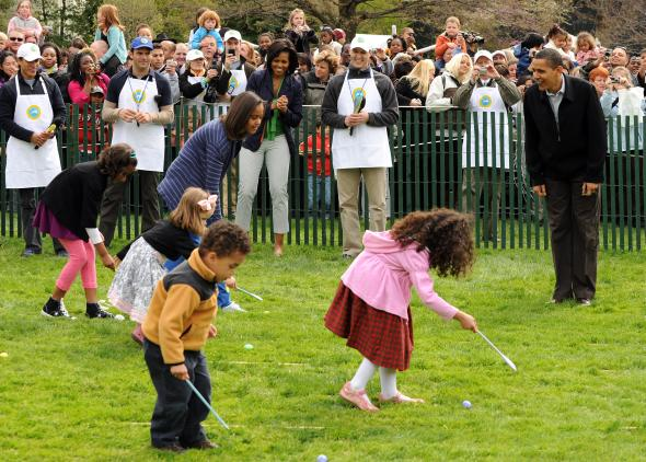 Präsident Obama mit Kindern beim Egg-Rolling.