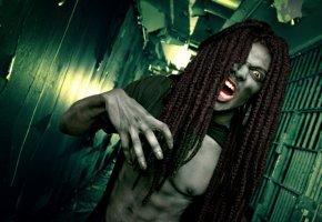 Ein angriffslustiger Zombie