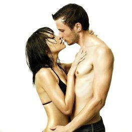 Ein Kuss zwischen Mann und Frau