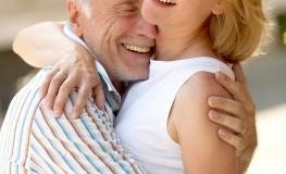 Ein Paar mit hohem Altersunterschied